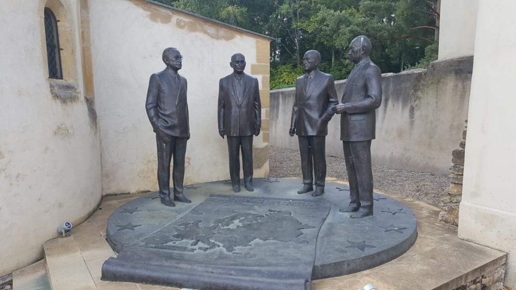 statues-schuman